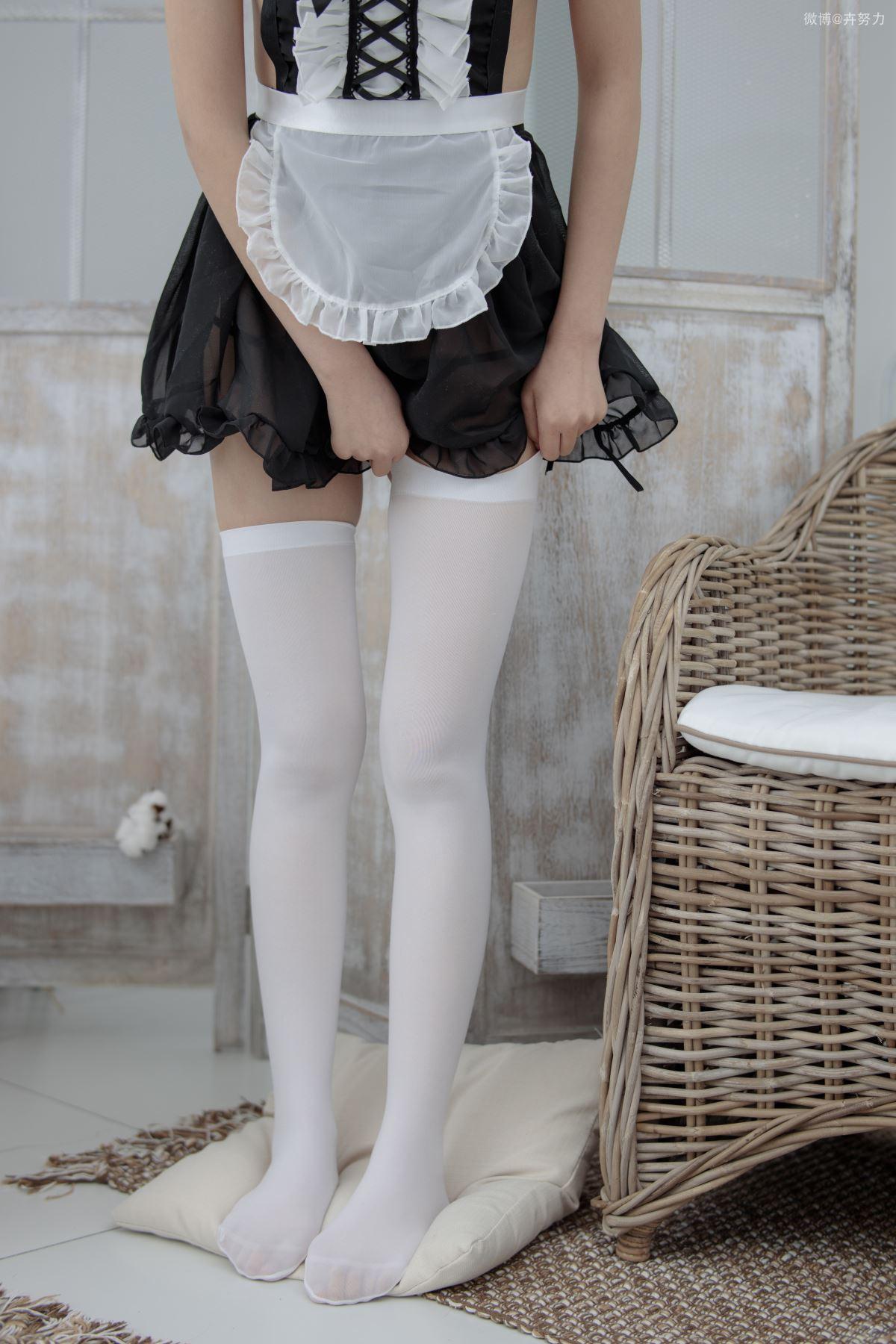 森萝财团-JKFUN-042-卉子-湿气很重的白色房间80D白色过膝袜-宅男团