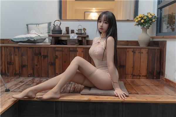 网红coser-过期米线线喵-浴水旗袍-宅男团