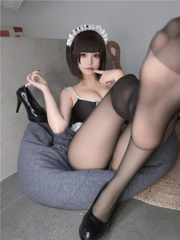 网红coser-蜜汁猫裘-深夜女仆[42P/4V/183MB]-宅男团
