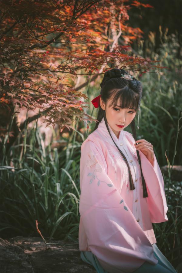 网红coser-面饼仙儿-汉服大小姐[22P/322MB]-宅男团