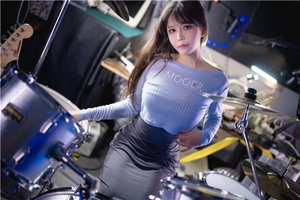 网红coser-抱走莫子aa-吉他妹妹[50P/1V/1.09G]-宅男团